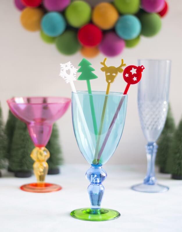 La Navidad es para disfrutarla con la gente que más quieres. Descubre nuestro set de agitadores de Navidad para decorar los cócteles de estas fiestas.