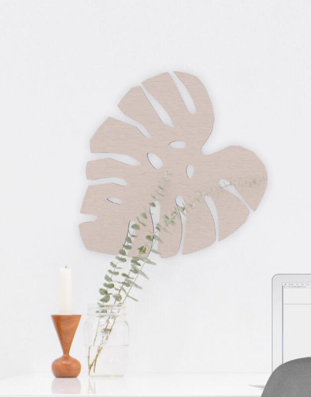 Hoja tropical fabricada en madera para decorar un salón o dormitorio. Descubre nuestra tienda online y descubre las originales propuestas para regalar.