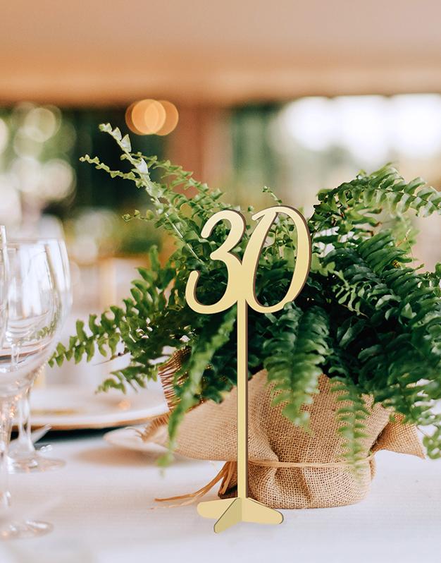 Mesero con número perfecto para bodas y eventos knots made with love.