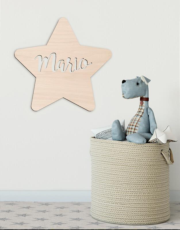 Estrella sólida con nombre fabricada en madera con nombre en el interior knots made with love. Perfecto para decorar dormitorios infantiles o fiestas. ¡Descúbrelo! Es un regalo perfecto para recién nacidos.