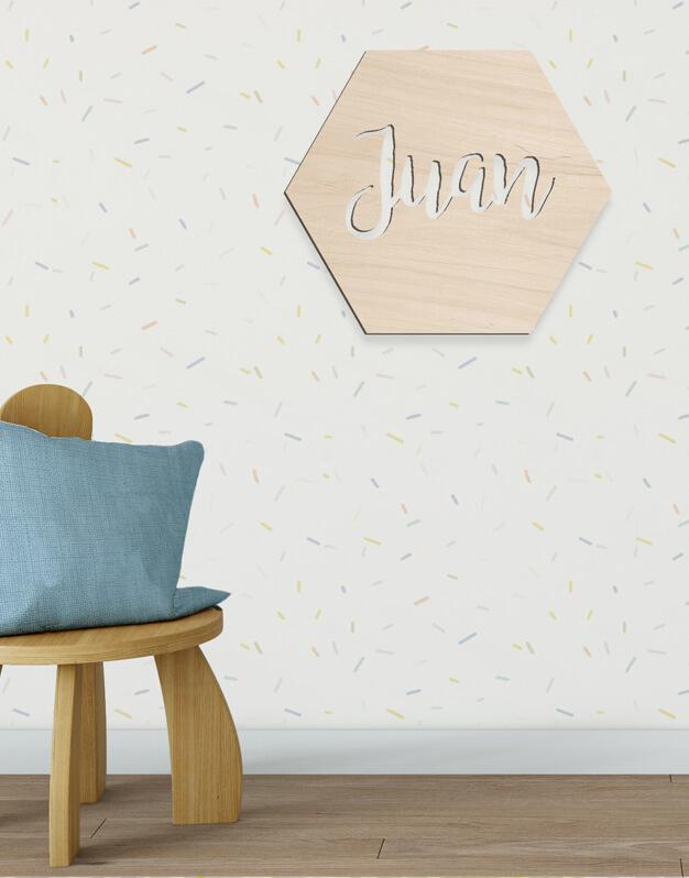 Hexágono sólido con nombre fabricado en madera con nombre en el interior knots made with love. Decora un dormitorio infantil o una fiesta con nuestros originales poligoKnots. ¡Descúbrelo aquí!
