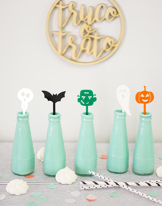 ¿Buscas un detalle único para Halloween? No te pierdas a la pandilla de esta divertida colección de agitadores decoración fiesta para halloween Scaryknots para tus bebidas decorará de forma muy original tu fiesta.