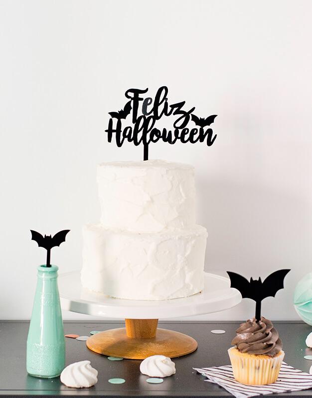 ¿Te han invitado a una fiesta de disfraces y no sabes que detalle llevar?Feliz Halloweencake topper adorno para tarta Halloween es la propuesta perfecta disponible en varios colores para elegir.