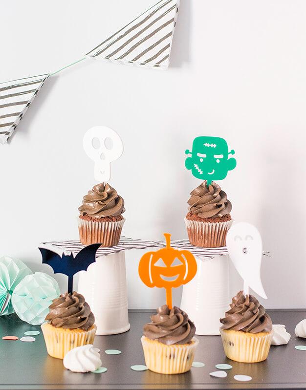 Toda la pandilla de #scaryknots en un set de 5 mini toppers Halloween para dar toque de color a tus cupcakes, magdalenas o mini tartas para tu fiesta.