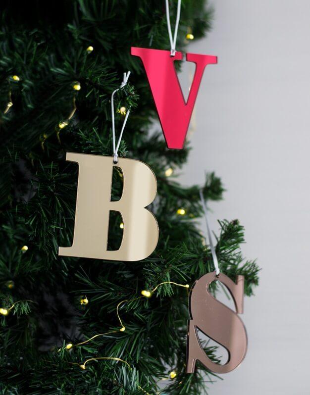 Adorno Navidad Personalizado con inicial , la Navidad es para disfrutarla con la gente que más quieres. ¡Decora tu hogar con #naviknots, los adornos navideños que triunfan entre las celebrities!