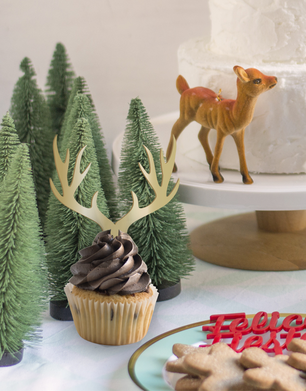Descubre nuestro reno Navidad mini cake topper adorno para tarta para decorar tus dulces durante las fiestas preferidas por grandes y pequeños.