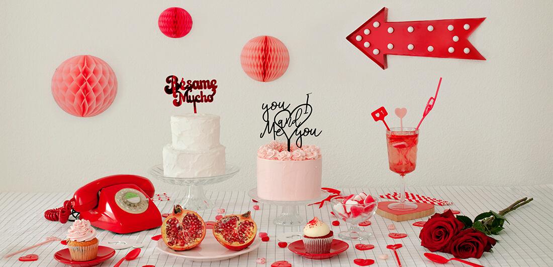 No te pierdas la colección de San Valentín cargada de detalles únicos para regalar, cake toppers, adornos para tarta, agitadores, posavasos. Sorprende a tu amor con un detalle knots made with love.