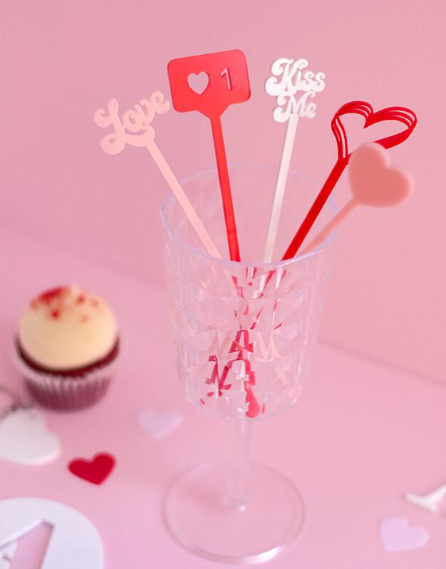 Agitadores San Valentín con temática romántica, no te quedes sin tu like, corazones, love, kiss me para decorar tus cócteles. Knots made with love.