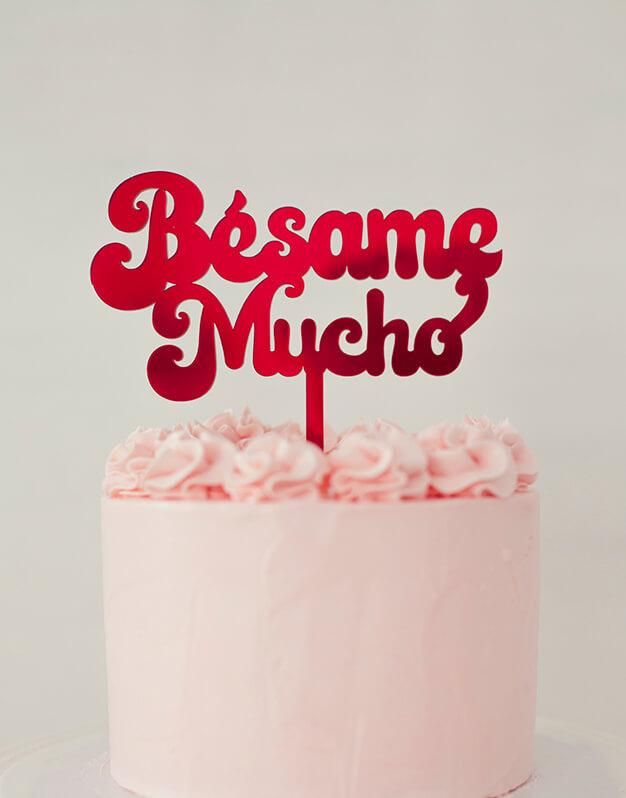 Bésame Mucho cake topper adorno para tarta de la colección de San Valentin de knots made with love. Para los más besucones. ¡Descúbrelo!