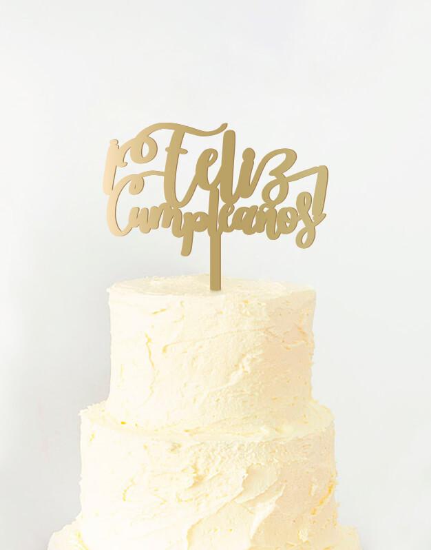 Feliz Cumpleaños cake topper adorno para tarta de cumpleaños disponible en más de 30 colores. Descubre este adorno para pastel único en knots made with love
