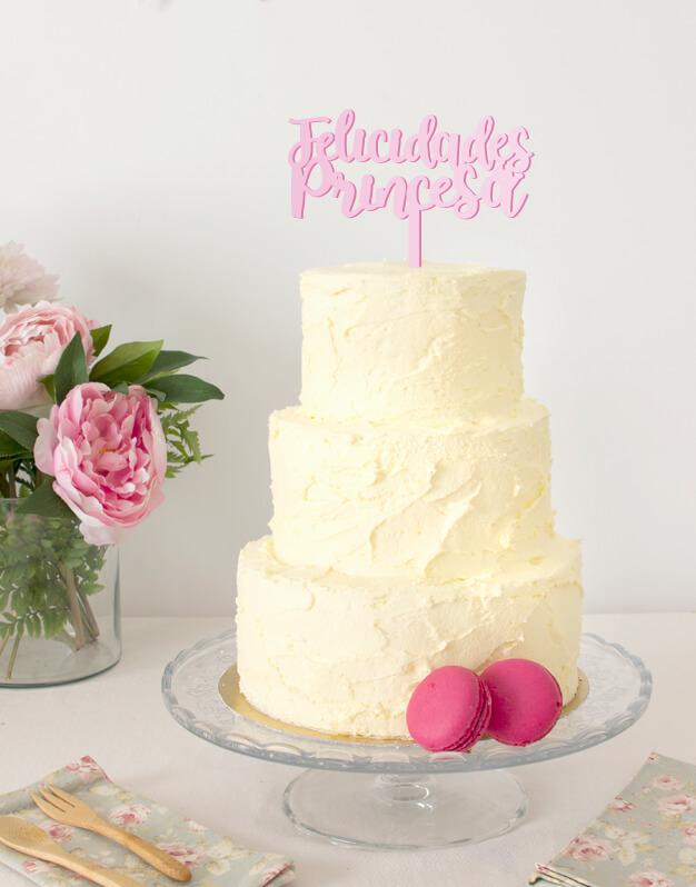Felicidades Princesa script cake topper adorno para tarta de cumpleaños disponible en más de 30 colores. Descubre este adorno para pastel único en knots made with love