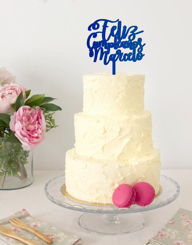 Un original adorno paratartas cake topper de feliz cumpleaños nombre para tener durante un año tras otro en tu tarta de cumpleaños. ¡Descúbrelo!