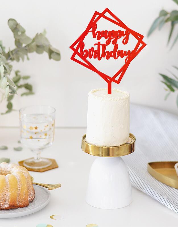 Happy Birthday cake topper adorno para cumpleaños disponible en más de 30 colores. Descubre este adorno para pastel único en knots made with love