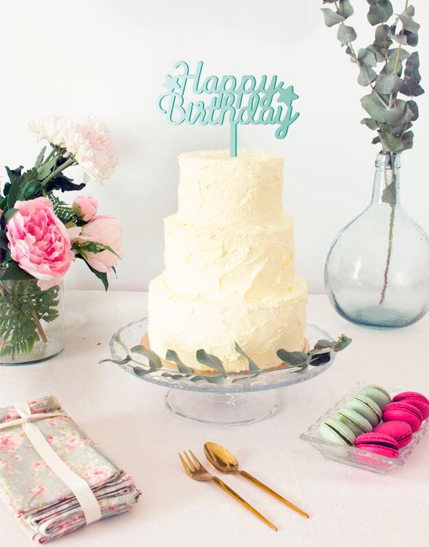 Happy Birthday stars cake topper adorno para tarta de cumpleaños disponible en más de 30 colores. Descubre este adorno para pastel único en knots made with love