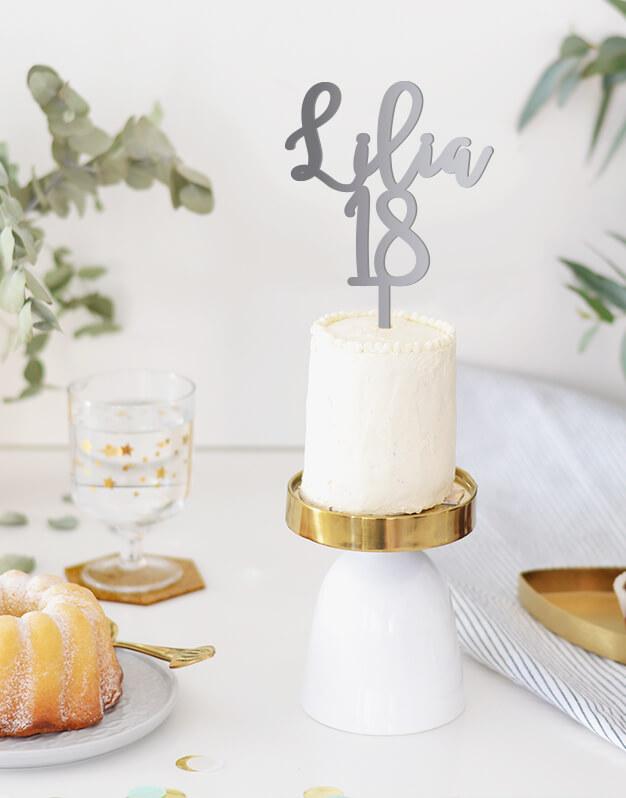 Adorno para tarta para cumpleaños nombre y edad para tener un detalle original en tu pastel de cumpleaños. ¡Descúbrelo!
