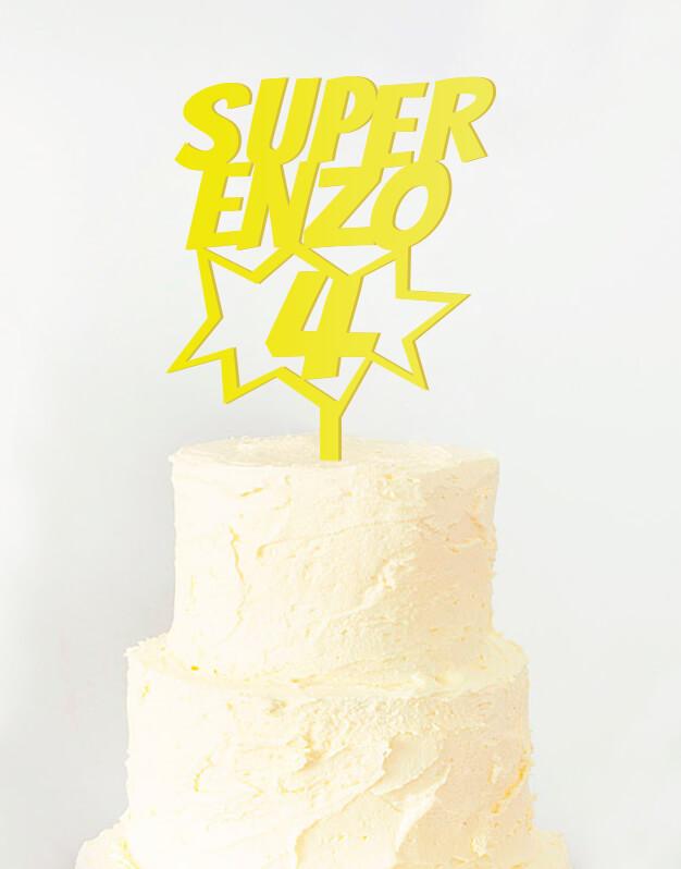 Super nombre edad cake topper superheroes para cumpleaños disponible en más de 30 colores. Descubre este adorno para pastel único en knots made with love