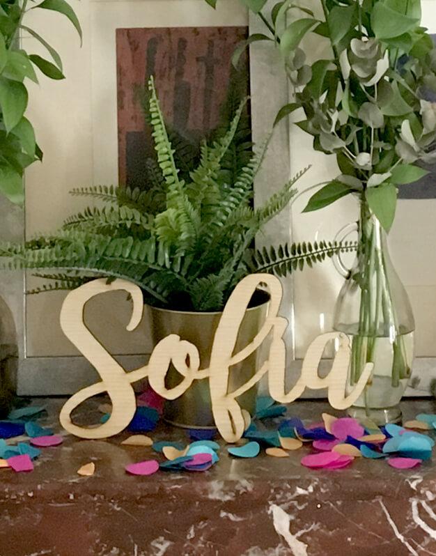 Cartel personalizado nombre para decoración en bautizo, comuniones, bodas y eventos, fabricado en madera y acrílico. ¡Descúbrelo en la tienda online!