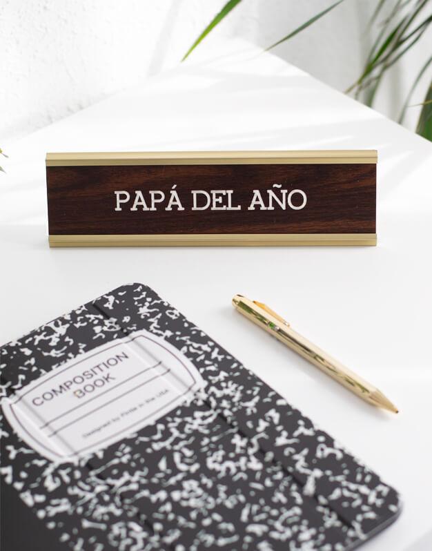 Ofiknots el papa del año cartel para escritorio o despacho con mensaje para regalo del Día del Padre. Diseño único de knots made with love