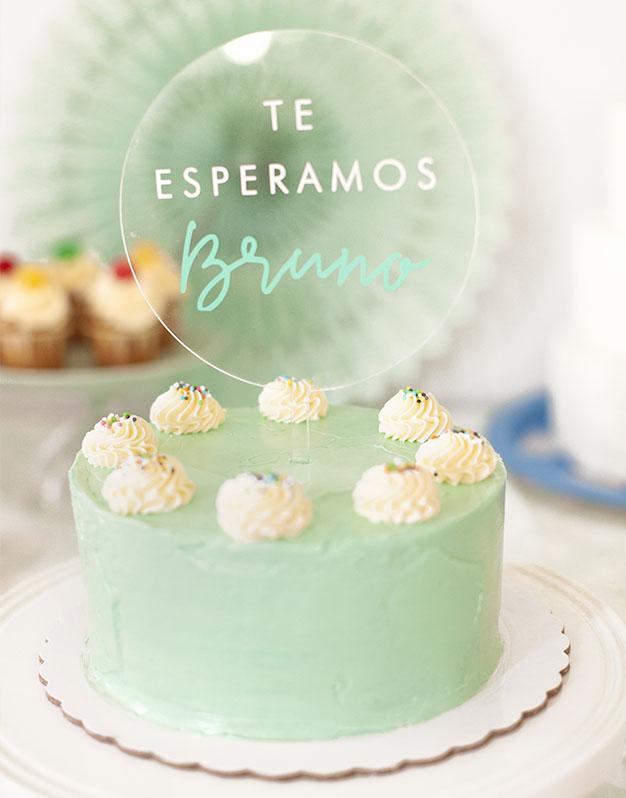 Te esperamos nombre cake topper adorno para tarta para baby disponible en más de 30 colores. Descubre este adorno para pastel único en knots made with love