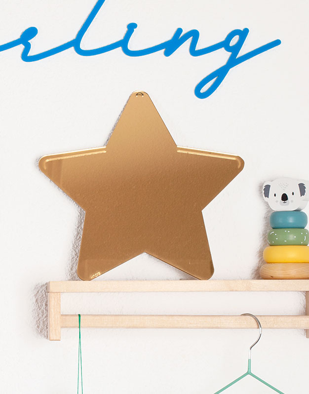 Espejo Estrellal para pared para decorar el dormitorio. No te pierdas la selección de regalos knots para recién nacido knots.