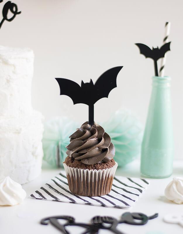 Mini Topper Murciélago para personalizar tus cupcakes en la fiesta de Halloween. No te pierdas la colección de Scaryknots que tenemos en la shop