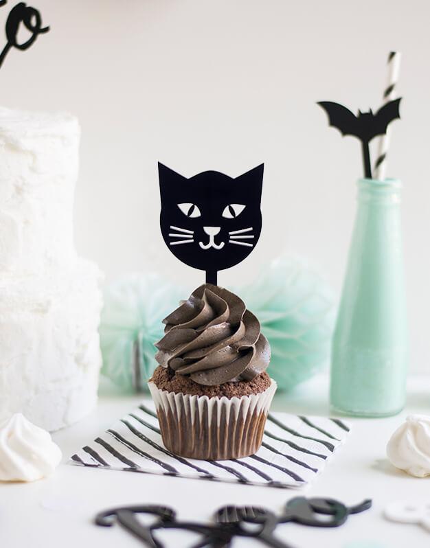 Mini Topper Gato Negro para personalizar tus cupcakes en la fiesta de Halloween. No te pierdas la colección de Scaryknots que tenemos en la shop