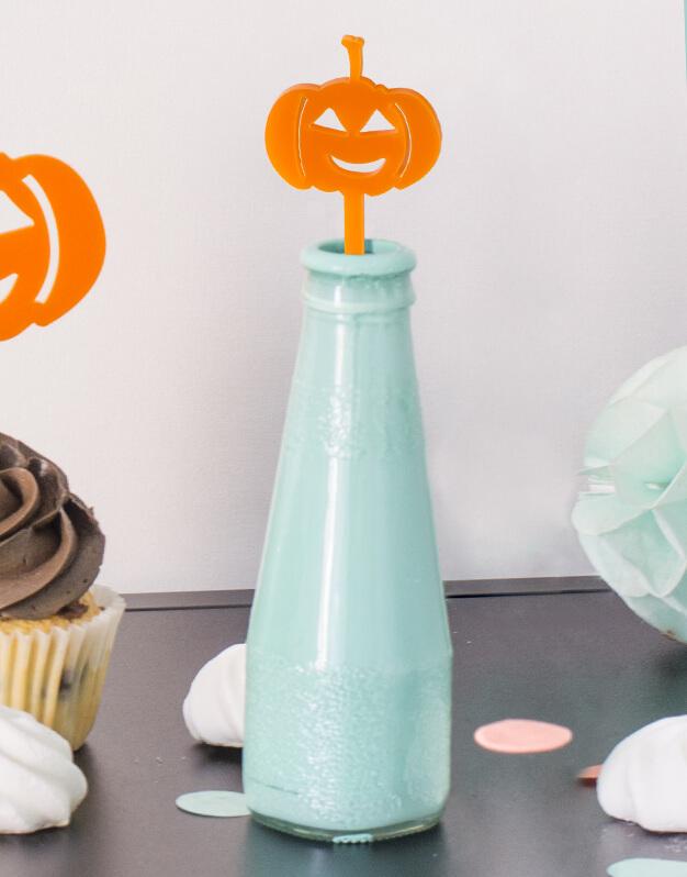 Set 5 Agitadores Calabaza para personalizar tus cócteles en fiesta de Halloween. No te pierdas la colección de Scaryknots que tenemos en la shop