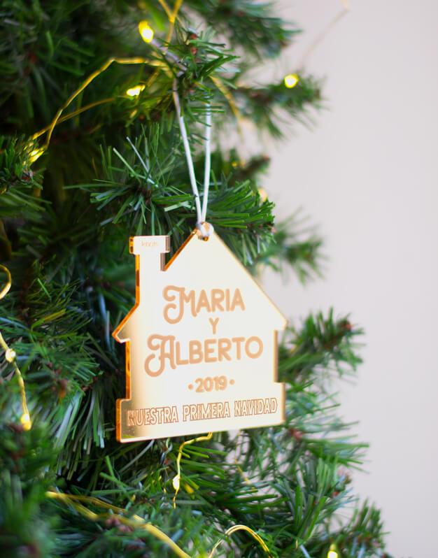 Adorno Navidad Personalizado primera casa naviknots.¡Decora tu hogar con #naviknots, los adornos navideños que triunfan entre las celebrities!