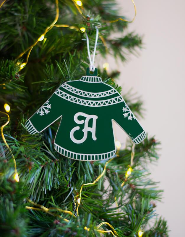 Adorno Navidad Personalizado Jersey Inicial.¡Decora tu hogar con #naviknots, los adornos navideños que triunfan entre las celebrities!