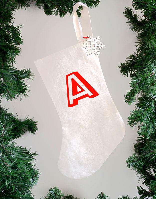 Bota Navidad personalizada inicial. Este diseño sirve tanto para regalos de Papá Noel como Reyes Magos. Diseño único knots made with love para naviknots.