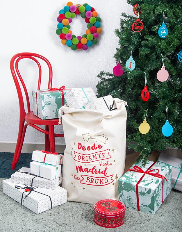 Saco Navidad desde Oriente/Polo Norte personalizado nombre ciudad ideal para guardar los regalos de los que peques en Navidad diseño knots made with love.