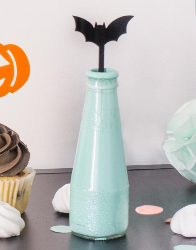 Set 5 Agitadores Murciélago para personalizar tus cócteles en fiesta de Halloween. No te pierdas la colección de Scaryknots que tenemos en la shop