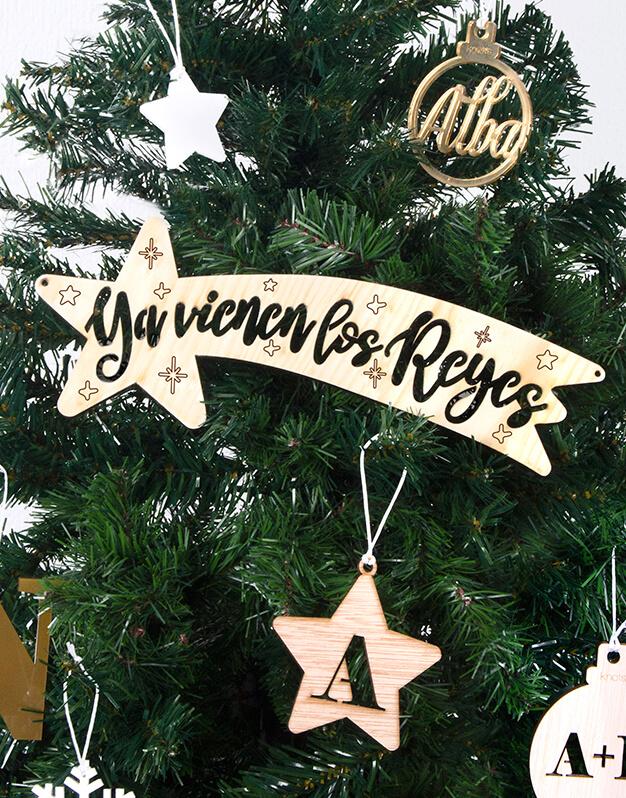 Estrella Ya Vienen Los Reyes para decorar el rincón dónde los Reyes Magos dejarán sus regalos, o sobre el Belén. Descubre toda la decoración naviknots