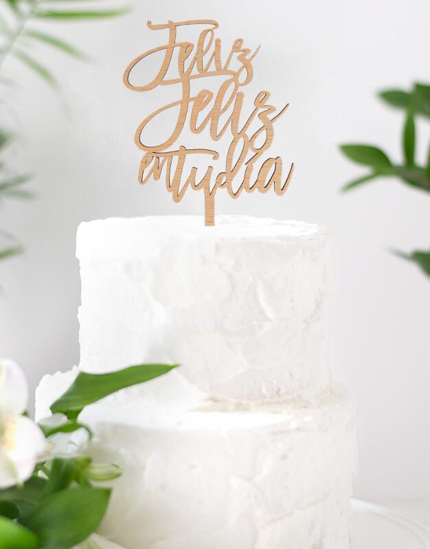 Feliz feliz en tu día cake topper adorno para cumpleaños disponible en más de 30 colores. Descubre este adorno para pastel único en knots made with love