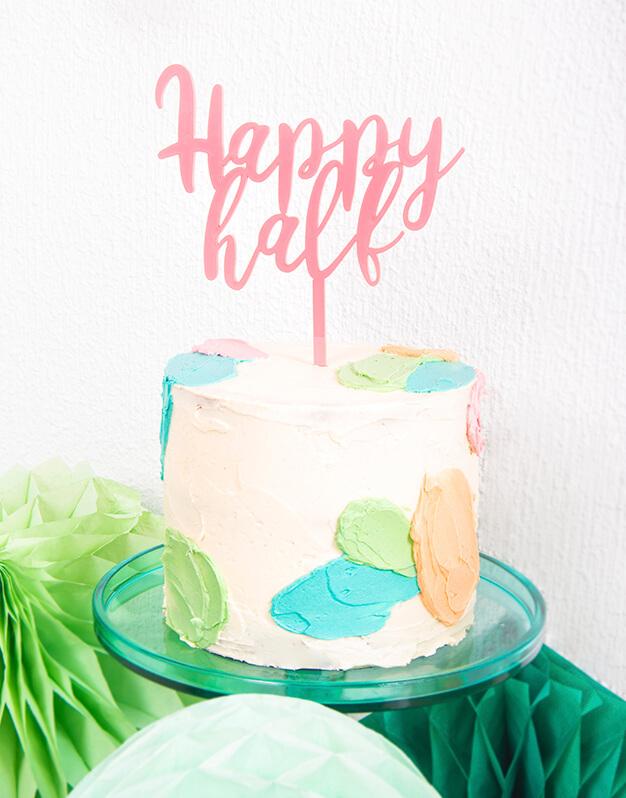 Celebra el medio año de tu bebé con Happy half cake topper. Ya tienes otra excusa para celebrar en familia con una tarta deliciosa. Descúbrelo!