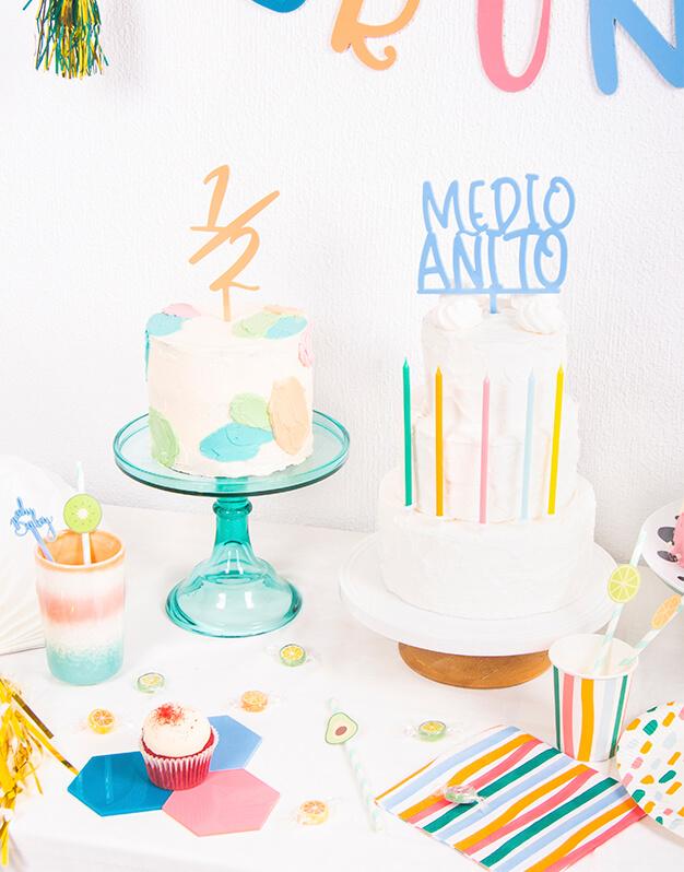 Celebra el medio año de tu bebé con Medio añito cake topper. Ya tienes otra excusa para celebrar en familia con una tarta deliciosa. Descúbrelo!