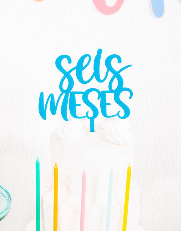 Celebra el medio año de tu bebé con seis meses cake topper. Ya tienes otra excusa para celebrar en familia con una tarta deliciosa. Descúbrelo!
