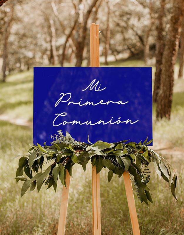 Letrero mi primera comunión para decorar cualquier rincón de su celebracion con un elegante diseño caligráfico bicolor. Descúbrelos en knots made with love.
