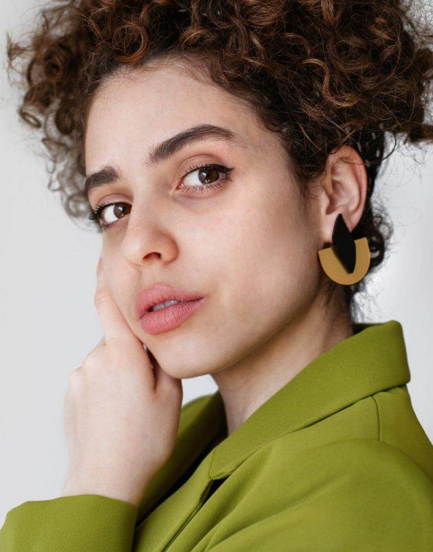 Llama Semicírculos Pendientes para dar un toque alegre a tus outfits. Estos originales pendientes tienen un diseño de geométrico de tamaño 5 cm x 5 cm.