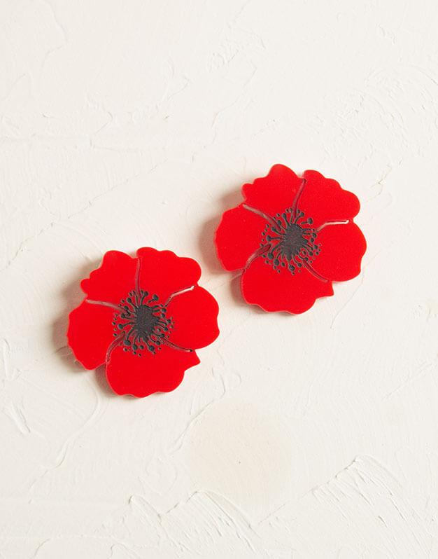 Amapola pendientes primaverales para dar un toque alegre a tus outfits. Estos originales pendientes tienen un diseño de amapola de tamaño 5 cm x 5 cm.