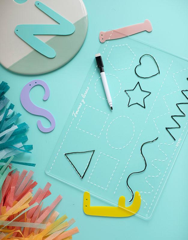 Placa aprendizaje formas y líneas diseñado para aprender a escribir, incluye un rotulador para escribir y limpiar. ¡Perfecto para peques!