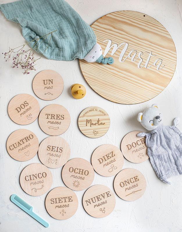 Hemos creado un pack regalo bebé madera perfecto para recién nacidos, con detalles para su dormitorio y para seguir su crecimiento. ¡Lo quieres seguro!