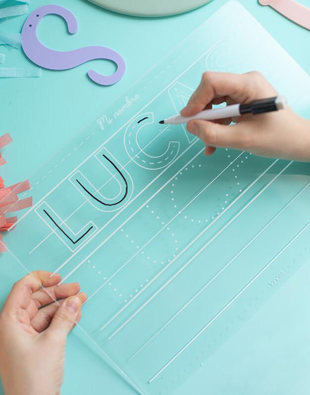 Placa aprendizaje nombre diseñado para aprender a escribir números, incluye un rotulador para escribir y limpiar. ¡Perfecto para aprender jugando!