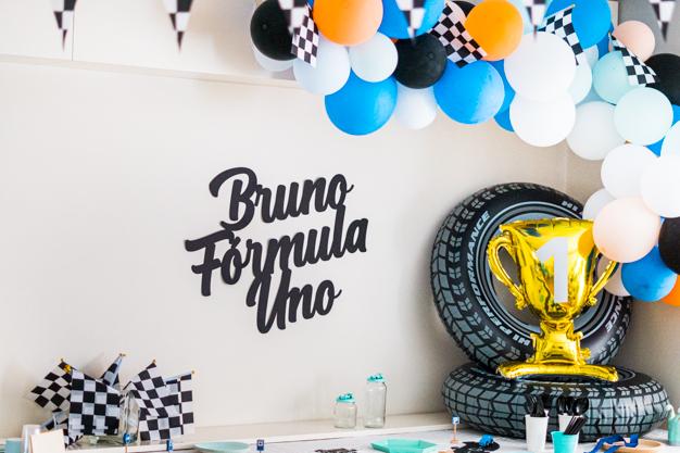 Todo lo que quería era un cumpleaños de coches diferente para Bruno. Uno de sus primeros sonidos ha sido BRRR cuando juega con alguno de sus cochecitos.
