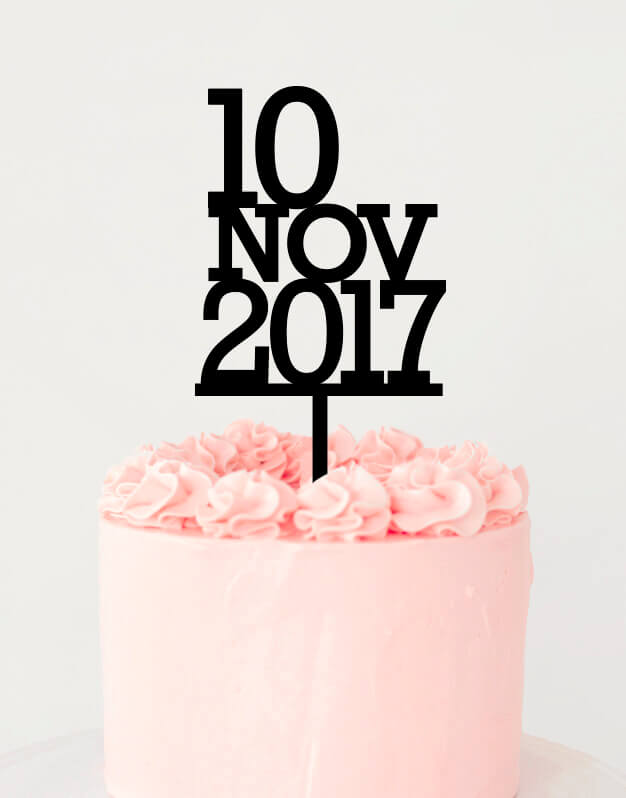 """Fechacake topper adornos para tarta boda o para una celebración romántica. Inspirado en las tipografías Americanas de calendarios y relojes retro, este Cake Topper da un toque sofisticado y atemporal para cualquier celebración. Añade la fecha de ese día tan especial en el apartado """"Hazlo único""""."""