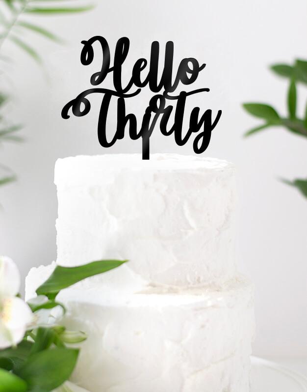 """Hello Edad Scripttopperes la forma perfecta de decir """"hola"""" a todo lo que está por llegar. Una propuesta elegante para la tarta de cumpleaños."""