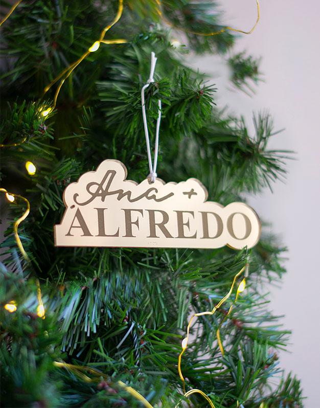 Adorno Navidad Personalizado 2 NombresScript decora tu árbol de navidad con este detalle precioso. Naviknots originales desde 2014