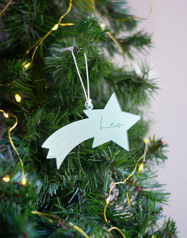 Adorno Navidad Personalizado Estrellla Fugaz con Nombredecora tu árbol de navidad con este detalle precioso. Naviknots originales desde 2014