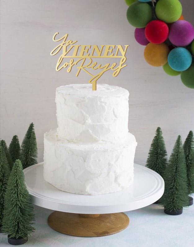 Recibe con ilusión la llegada de los reyes magos con Ya vienen los reyes Modern cake topper adorno para tarta. Diseño exclusivo de Knots made with love.