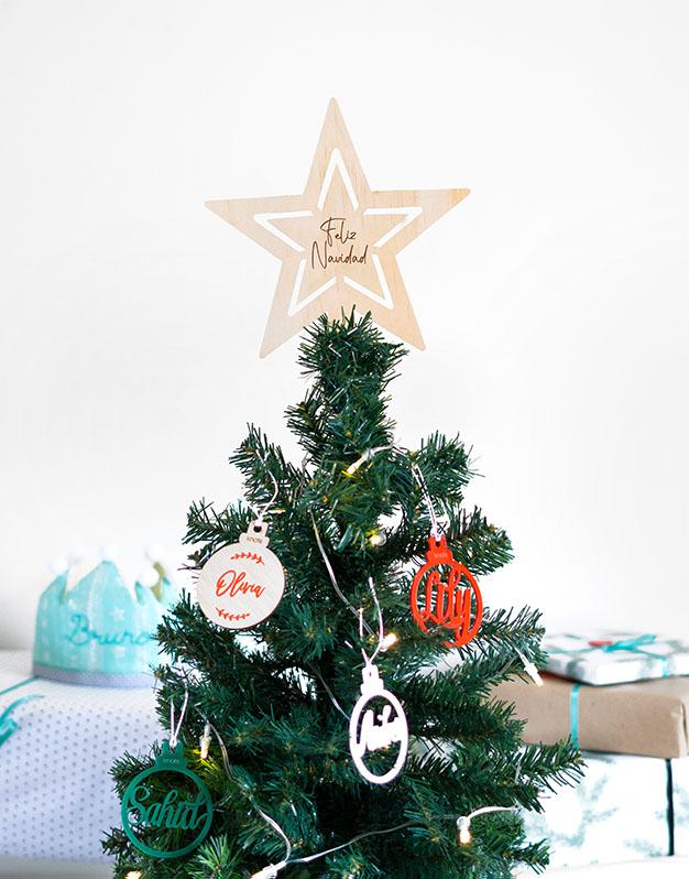 Estrella árbol Feliz Navidad para la parte superior de tu árbol. ¡Decora tu hogar con #naviknots, los adornos que triunfan entre las celebrities! Aquí.